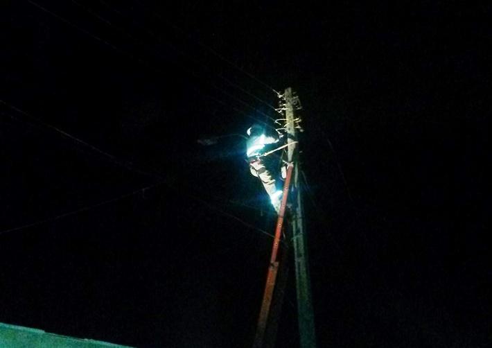 Técnicos da eletrobrás estão tentando consertar a rede