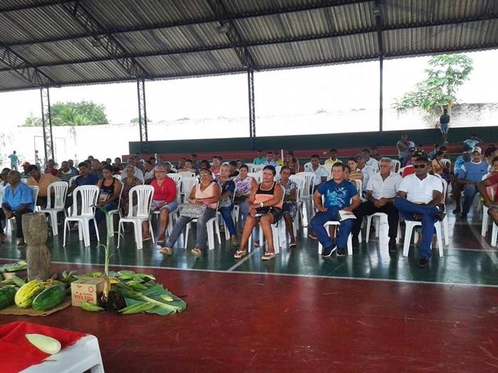 Dezenas de trabalhadores se fizeram presentes à reunião