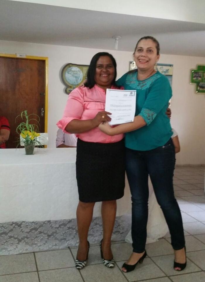 Professora Hilda, nova diretora da Escola Antonio Freitas com a gerente da GRE Claudiane