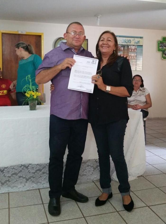 Professor Diógenes Pinto, novo diretor da escola CEEP Ferdinand Freitas com a empresária Fátima Pinto
