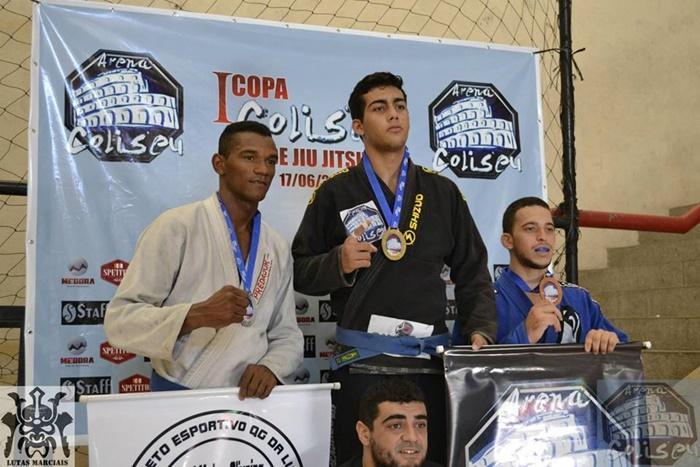 Rubens de Moura recebendo medalha na copa coliseu em maio deste ano