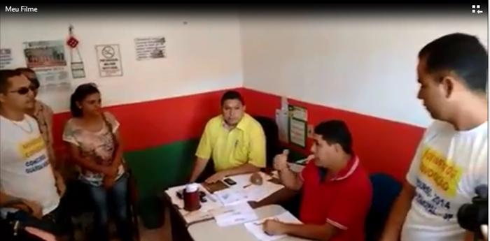 Prefeito Josiel e seu secretário Luiz Santiago receberam o grupo para uma conversa