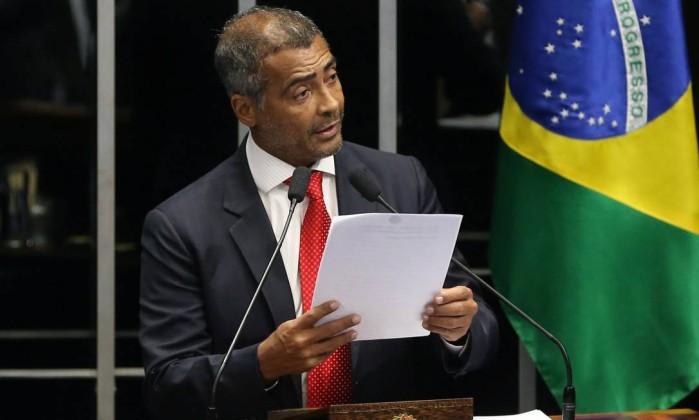 Senado instala CPI da CBF e Romário é eleito presidente por aclamação