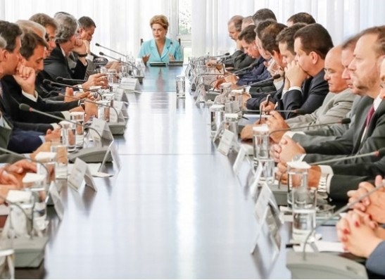 Dilma pede apoio a governadores contra projetos que elevam despesas