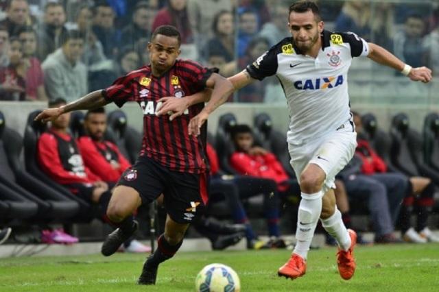 Renato Augusto comandou o triunfo, marcando dois gols
