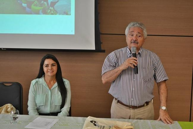 Senador Elmano Ferrer prestigiando o evento