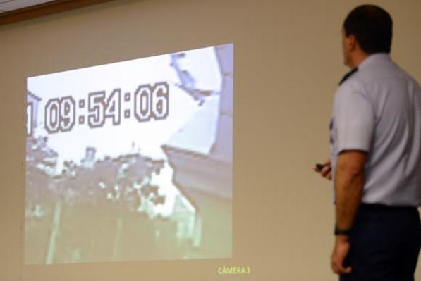 Oficial da Aeronáutica apresenta o relatório final da investigação sobre o acidente aéreo em que morreu o ex-governador de Pernambuco Eduardo Campos, em agosto de 2014 (Fabio Rodrigues Pozzebom/Agência Brasil)