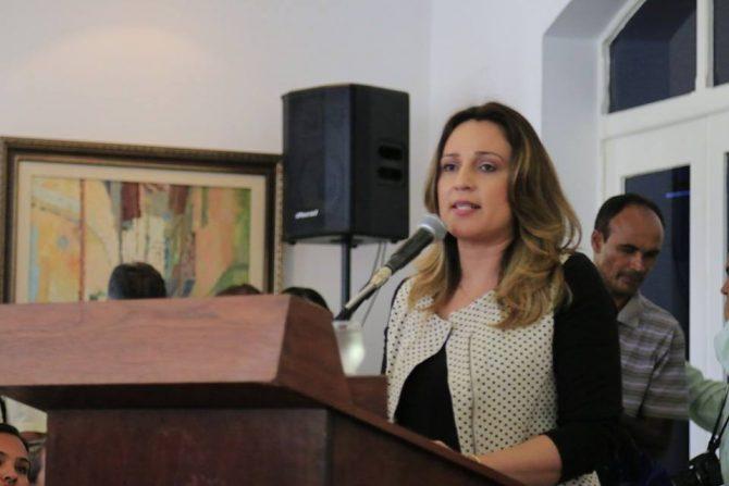 Rejane Dias, secretária de educação