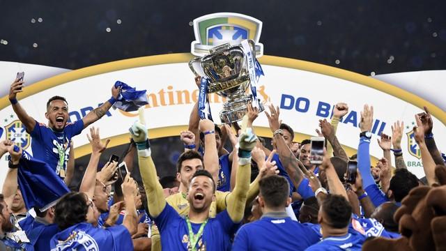 Cruzeiro bate o Flamengo nos pênaltis e é pentacampeão da Copa do Brasil