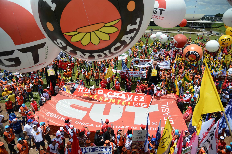 Parece piada, mas governo federal estuda liberar R$ 1 bilhão para sindicatos