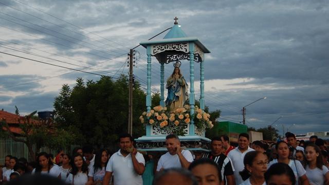Procissão e levantamento do mastro marcam abertura do festejos da Padroeira de José de Freitas