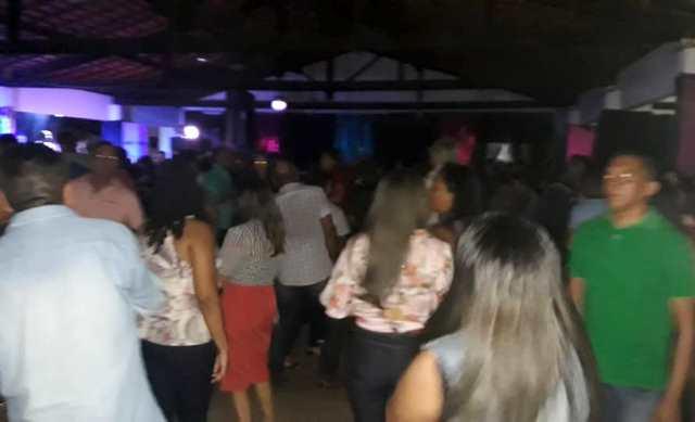 Banda MP Brasil e TOPGUN animam grande público no VIII Baile dos Anos 80 em José de Freitas