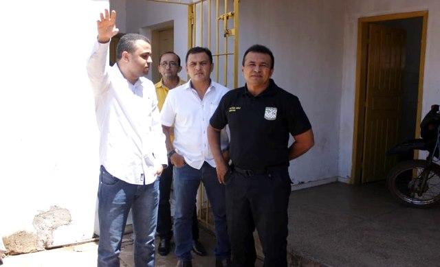 Secretário de segurança visita delegacia de José de Freitas e anuncia reforma geral no imóvel