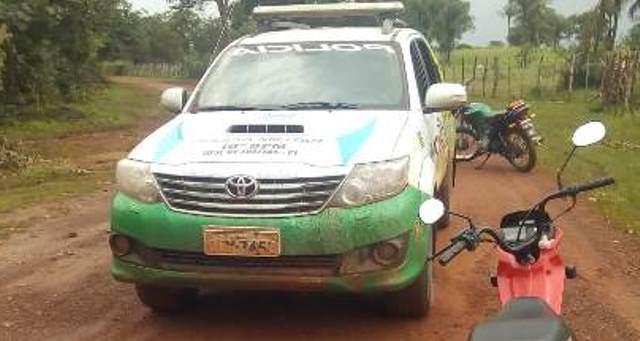 Casal armado rende e assalta cobrador de loja em estrada da zona rural de José de Freitas